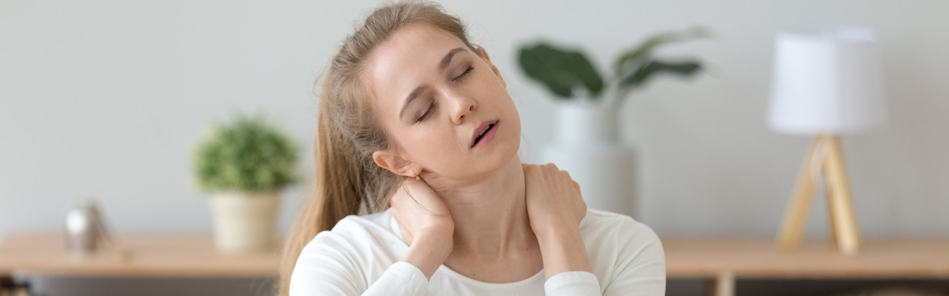 How to Deal with Tension Neck Syndrome Caused by Repetitive Computer Usage